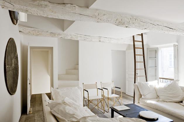 木と白の融合インテリア空間