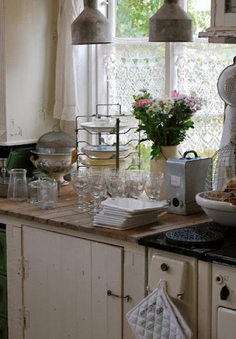 北欧キッチン皿収納方法