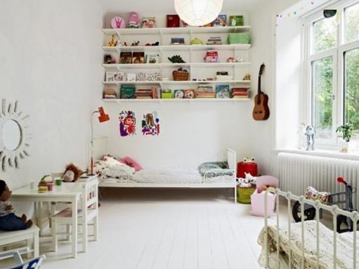 子供部屋白家具配置