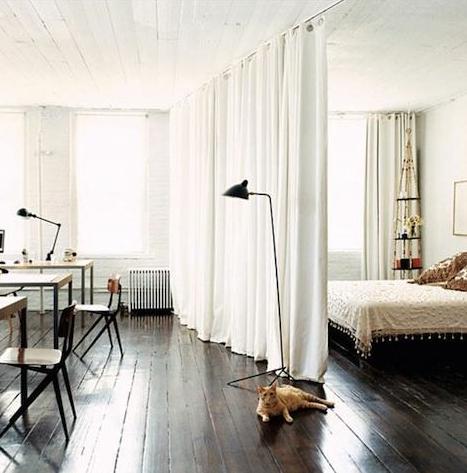 リビングとベッドルーム仕切りカーテン